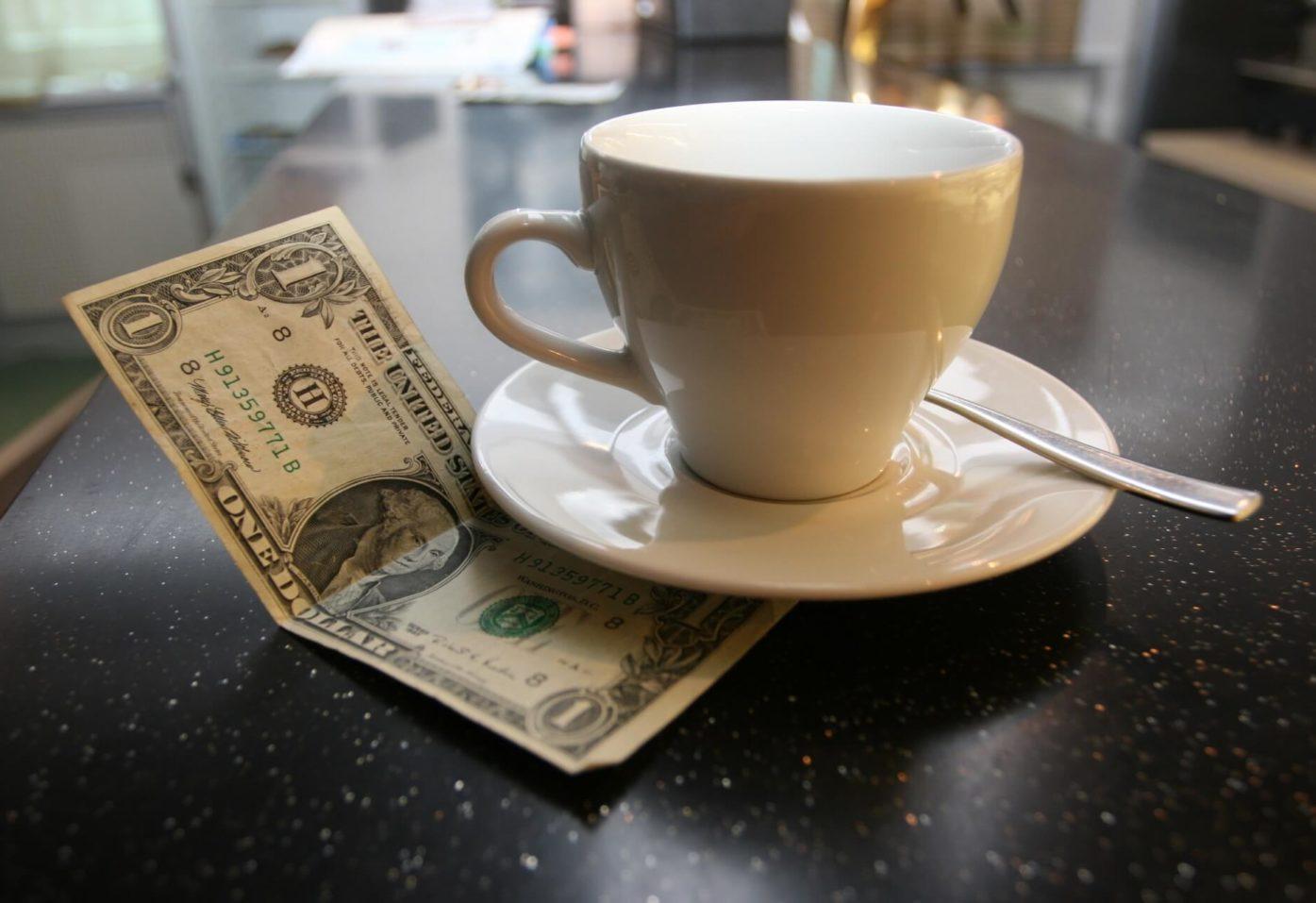 Средняя сумма электронных чаевых в ресторанах – 260 рублей